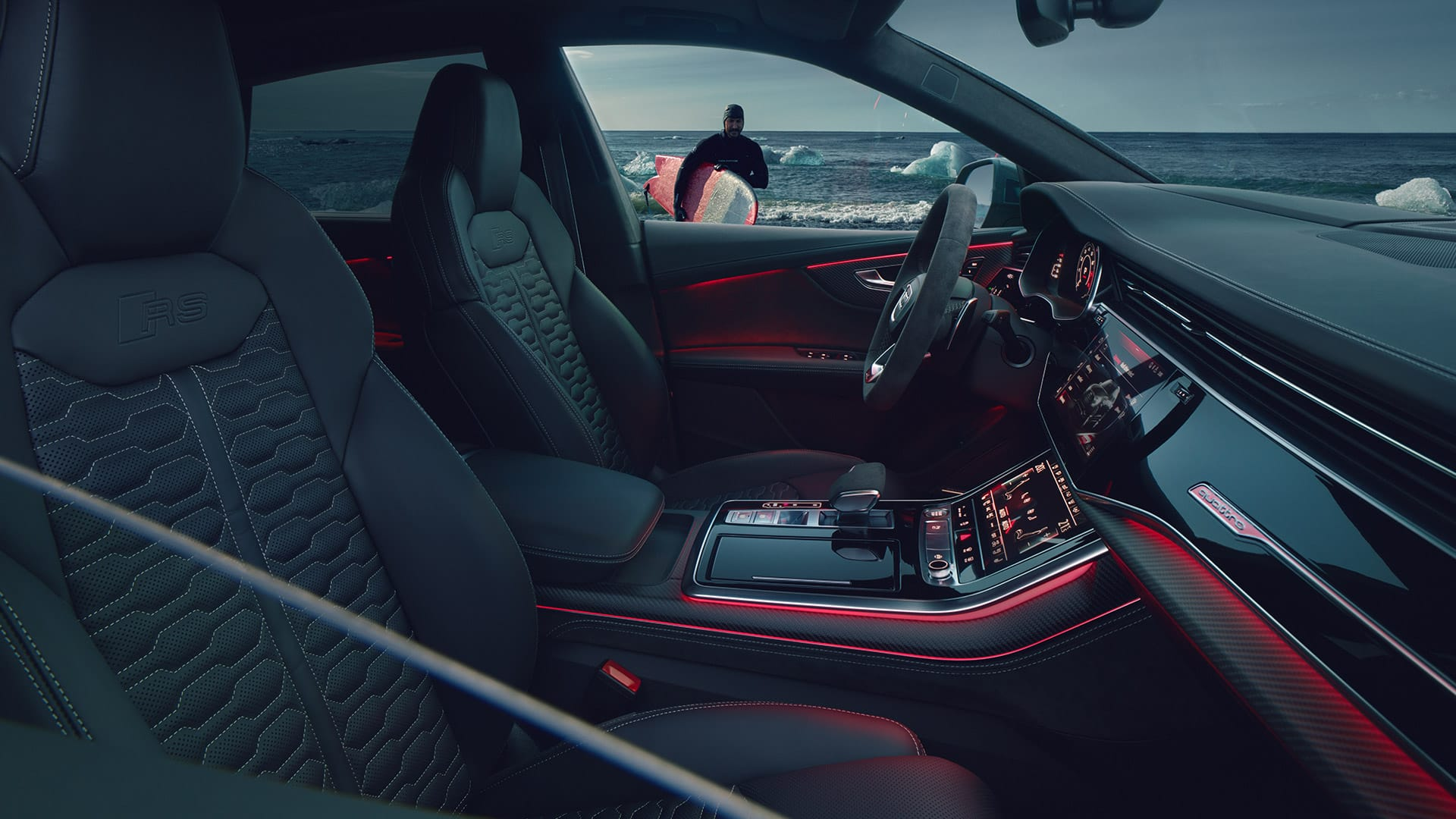 The cockpit of the Audi RS Q8 in red Contour/ambient lighting